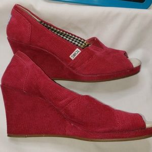 😍 Toms Size 8.5 RED CORDUROY PEEP TOE WEDGES
